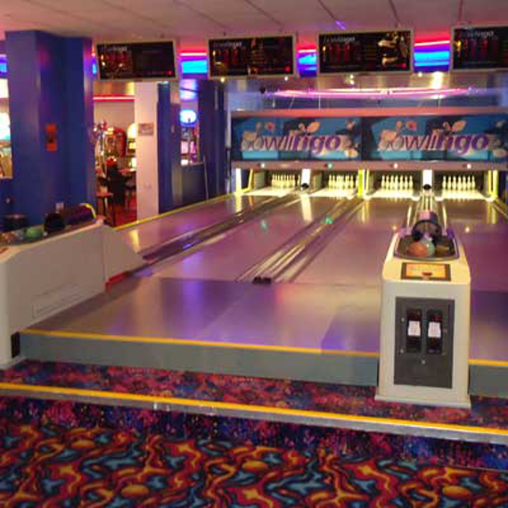 2018-07/mini-bowling-alley-installation-6